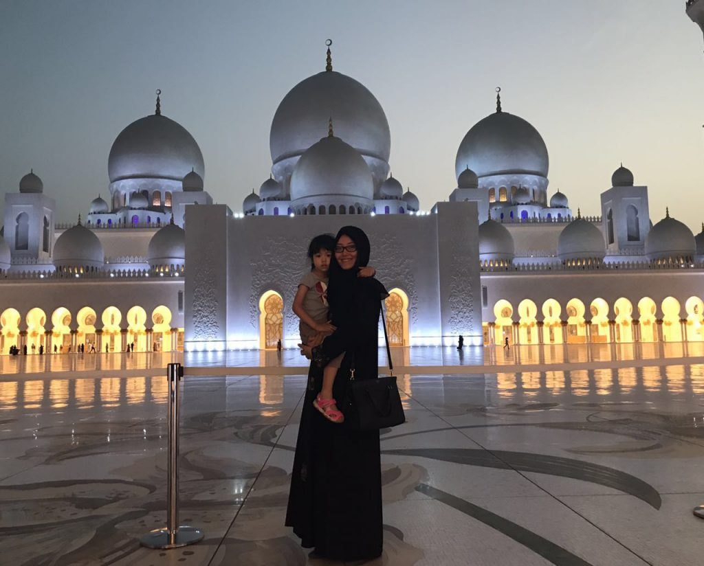 mum and daughter at Sheikh Zayed Grand Mosque, Abu Dhabi