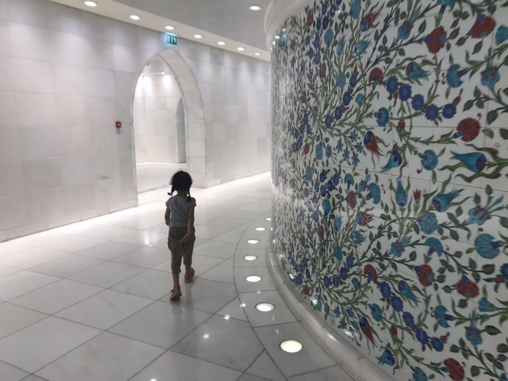 kid at Sheikh Zayed Grand Mosque, Abu Dhabi